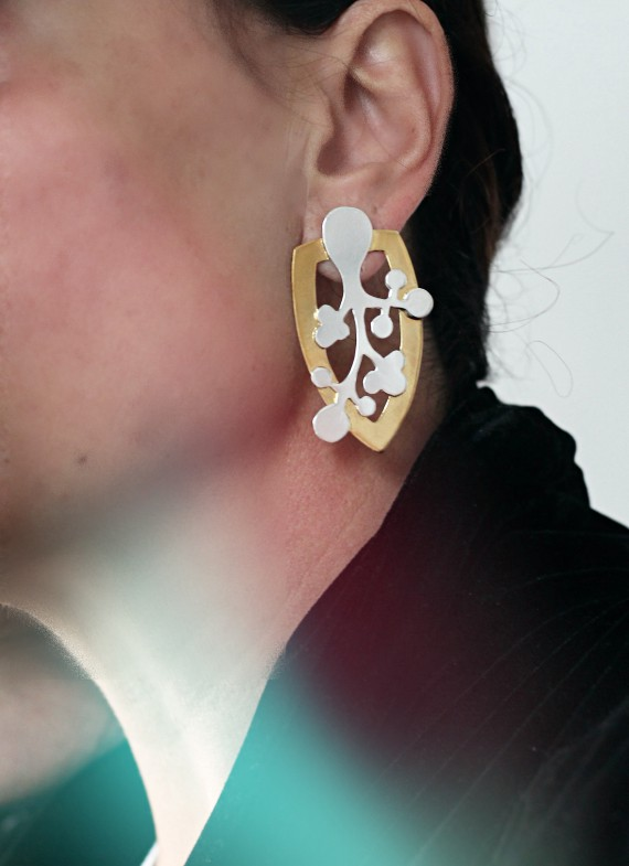 NGORNGOR EARRINGS WHITE
